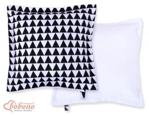 Doublesided Pillow- triangles black